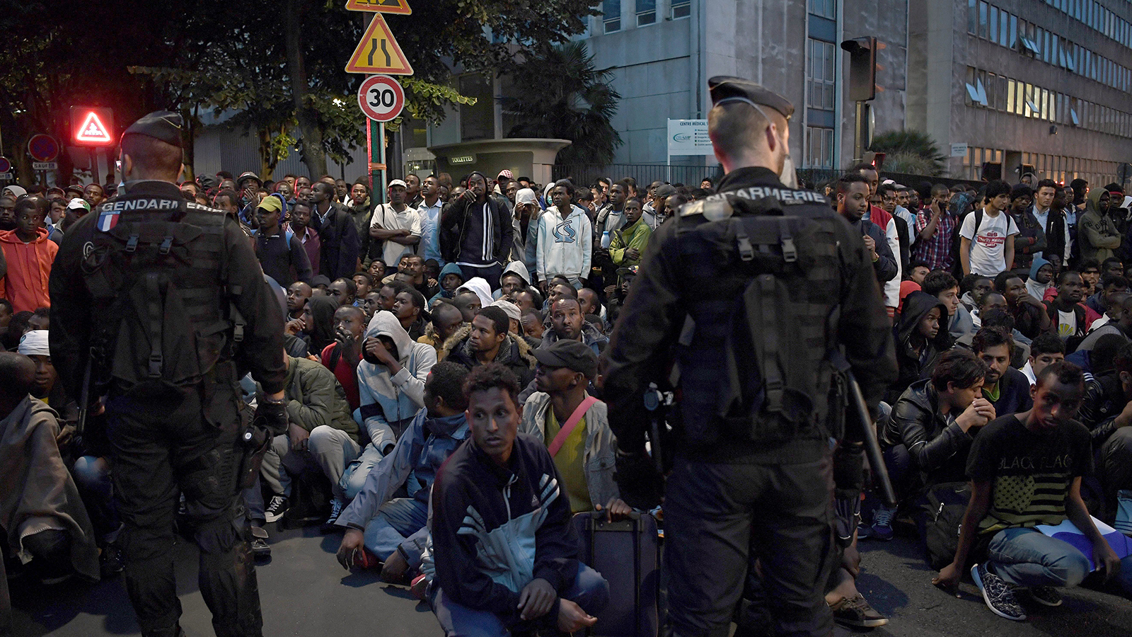 Migrants: Exiled on the streets of Paris - FRANCE 24